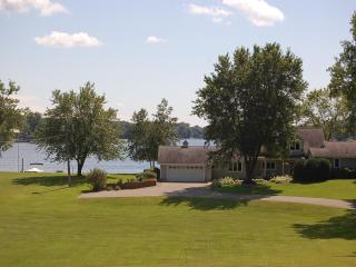 4 Bd Prior Lake Shore Cottage w/340 ft of frontage - Minneapolis vacation rentals