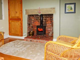 40 MILL ROAD, woodburner, enclosed garden, city centre location, Lincoln, Ref 21283 - Lincoln vacation rentals
