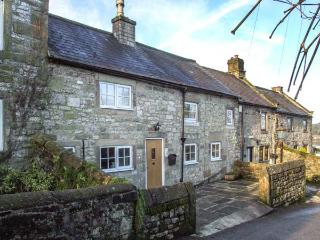 DAISY COTTAGE family-friendly, woodburning stove, village centre in Winster Ref 21953 - Derbyshire vacation rentals