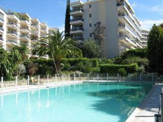 Large studio 4 persons near the center - Cannes vacation rentals