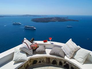Mi Amo – Stylish suite  at the edge of the caldera - Santorini vacation rentals
