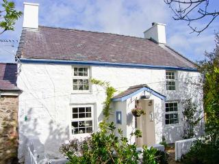 HEN TYN Y MYNYDD, pet friendly, character holiday cottage, with a garden in Moelfre, Isle Of Anglesey, Ref 11656 - Island of Anglesey vacation rentals