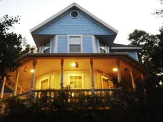 Victorian, Spa, 2 Fenced Acres, 2 Minutes to Town! - Julian vacation rentals