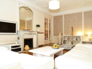 15. 3BR - LUXURY APARTMENT - PANTHEON - NOTRE DAME - 5th Arrondissement Panthéon vacation rentals