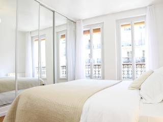 12. LATIN QUARTER APT - RUE MOUFFETARD - PANTHEON - 5th Arrondissement Panthéon vacation rentals