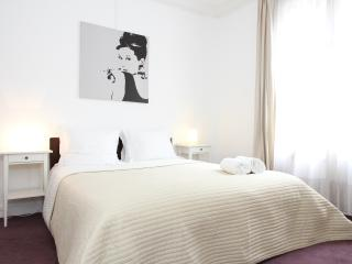05. Large & Central Apartment-St Germain des Prés - 5th Arrondissement Panthéon vacation rentals