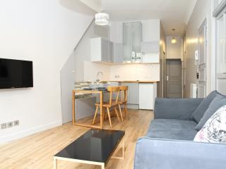 21. Steps from the Louvre – Sunny Balcony - 1st Arrondissement Louvre vacation rentals