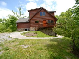 Private 2BR + Loft Log Cabin w/ Large Deck, Hot Tub, & Great Views *Free WiFi* - New Tazewell vacation rentals