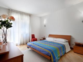 Apartment in Venice Ca' del Principe, located in centre, spacious and with a canal view - Venice vacation rentals