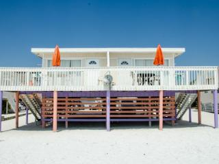 Beachfront, Sunsets, Restaurants, Shopping - Fort Myers Beach vacation rentals