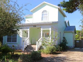 Wildwood Cottage: Private Pool in Crystal Beach - Destin vacation rentals