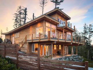 Oceanfront Cygnet Cove Suite in Ucluelet by Tofino - Ucluelet vacation rentals