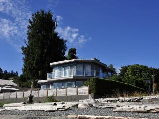 Stunning Walk-on Waterfront in Departure Bay - Nanaimo vacation rentals