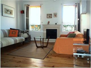 Charming by Park &  Sea, in Lively & Historic Old Nice - Nice vacation rentals