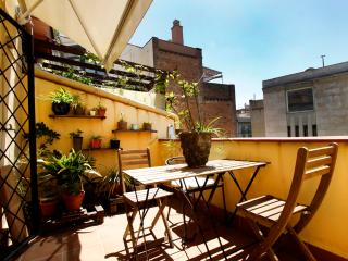 Family 3 bedr. apartm.next to the Ramblas - Catalonia vacation rentals