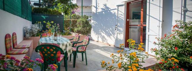 Terrace in front of the apartment - Apartment by the beach, for 5 persons (A5) - Slatine - rentals