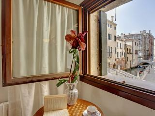 Lovely apartment Ca' del Rio, 7 minutes to Rialto, 12 minutes to San Marco - Venice vacation rentals