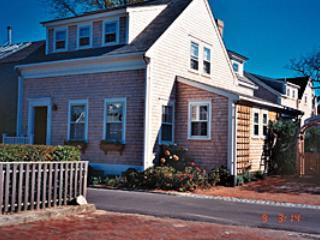 3 Bedroom 4 Bathroom Vacation Rental in Nantucket that sleeps 6 -(10374) - Image 1 - Nantucket - rentals