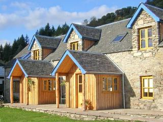 LARCH COTTAGE, pet-friendly cottage near walks, watersports, in Aberfeldy Ref 21598 - Perth and Kinross vacation rentals