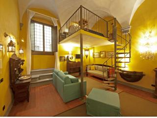 Florence centre Gold Apartment - Rome vacation rentals