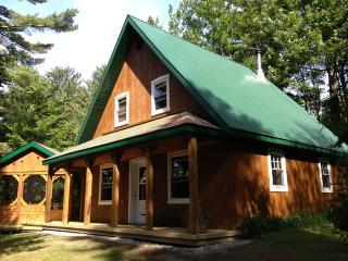 Bullfrog cottage/ Chalet Ouaouaron - Quebec vacation rentals