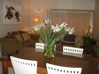 2 Bedroom flat walking distance to Camps Bay beach - Camps Bay vacation rentals