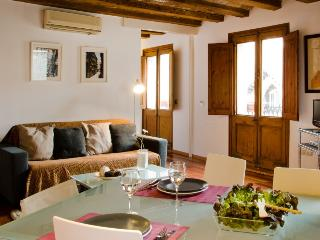 Charming apartment  in Gòtic - Barri Gòtic Barcelona 36 - managed by travelingtolisbon - United States vacation rentals