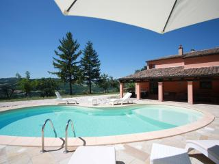 10 sleeps, private pool, 20 minutes from the coast - Marche vacation rentals