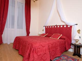 Lovely spacius apartment in the heart of Florence - Florence vacation rentals