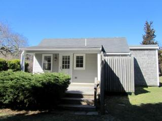 Walk to Nauset from this Cozy Cottage! (1206) - East Orleans vacation rentals