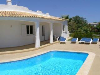 3bd villa large garden in nice semi-rural scenario - Albufeira vacation rentals