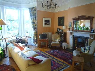 Rosslyn: Spacious, quiet & central apartment - Edinburgh vacation rentals