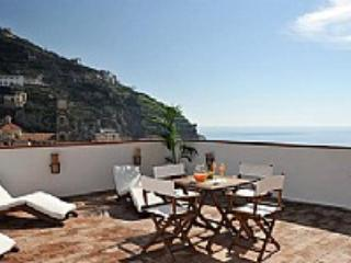 Casa Alloro B - Minori vacation rentals