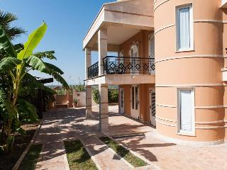 Villa San Lorenzo holiday vacation large villa rental italy, sicily, syracuse, pool, near beach, holiday vacation large villa re - Sicily vacation rentals