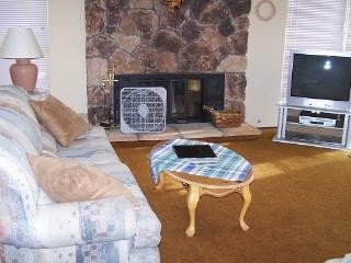 #50 ASPEN Charming, with country feel! $185.00-$220.00 BASED ON FOUR PEOPLE OCCUPANCY AND NUMBER OF NIGHTS (plus county tax, SDI - Plumas County vacation rentals