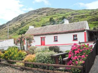 CRONKEERIN THATCHED COTTAGE, detached, woodburner, off road parking, in Ardhara, Ref 22250 - County Donegal vacation rentals