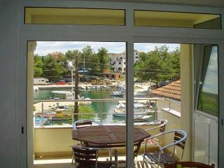 Apartment for 6 persons near the beach in Krk - Malinska vacation rentals