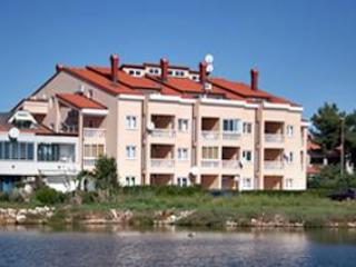 Apartment for 5 persons near the beach in Medulin - Image 1 - Medulin - rentals