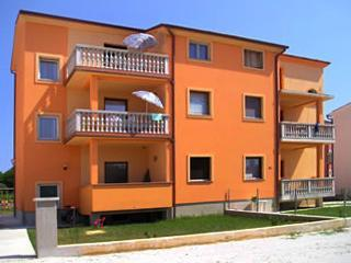 Apartment for 4 persons near the beach in Medulin - Image 1 - Medulin - rentals