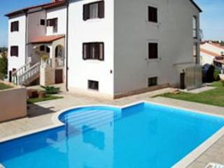 Apartment for 6 persons, with swimming pool , in Banjole - Image 1 - Banjole - rentals