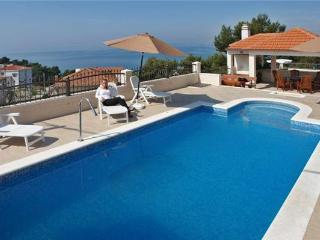 Apartment for 5 persons, with swimming pool , near the beach in Split - Podstrana vacation rentals