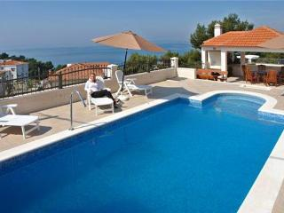 Apartment for 6 persons, with swimming pool , near the beach in Split - Podstrana vacation rentals