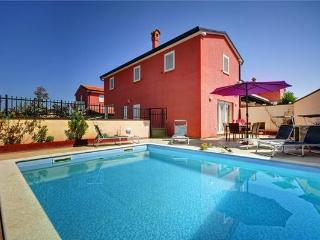Holiday house for 8 persons, with swimming pool , in Rovinjsko Selo - Rovinjsko Selo vacation rentals