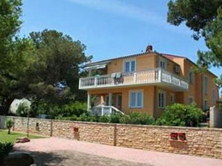 Apartment for 6 persons, with swimming pool , near the beach in Liznjan - Liznjan vacation rentals