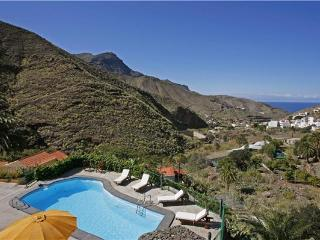 Attractive holiday house for 3 persons, with swimming pool , in Agaete - La Palma vacation rentals