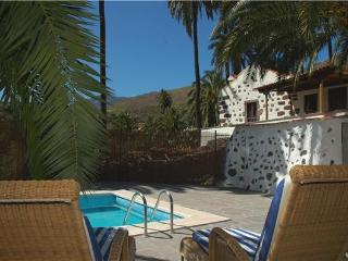 Attractive holiday house for 5 persons, with swimming pool , in Santa Lucia de Tirajana - Grand Canary vacation rentals