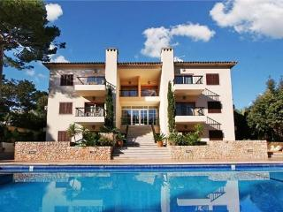 Attractive apartment for 4 persons, with swimming pool , near the beach in Cala San Vicente - Cala San Vincente vacation rentals