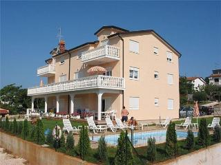 Attractive apartment for 10 persons, with swimming pool , in Umag - Umag vacation rentals