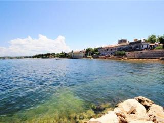 Apartment for 5 persons near the beach in Novigrad - Novigrad vacation rentals