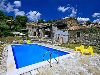 Newly renovated holiday house for 9 persons, with swimming pool , in Roc - Buzet vacation rentals